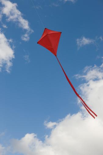 kite flying「Red kite in sky」:スマホ壁紙(15)