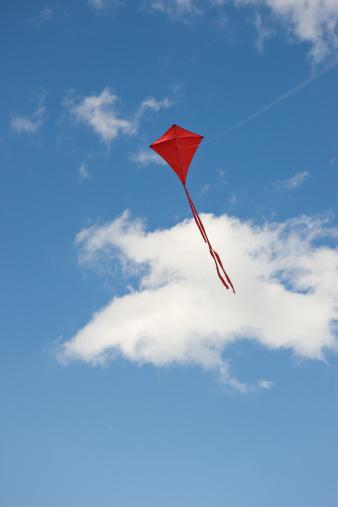 Gliding「Red kite in sky」:スマホ壁紙(19)