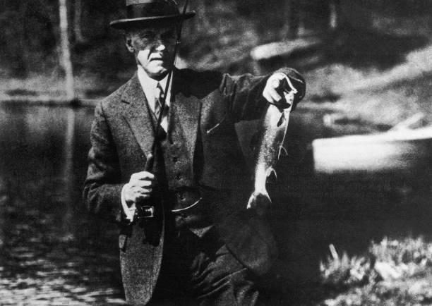 Coolidge Catches A Fish:ニュース(壁紙.com)