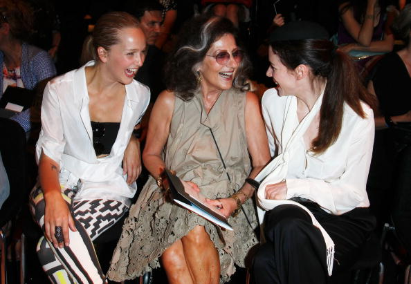 In A Row「Rena Lange Show - Mercedes Benz Fashion Week Spring/Summer 2011」:写真・画像(12)[壁紙.com]
