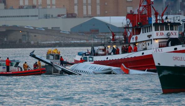 飛行機「US Airways Passenger Jet Crashes Into Hudson River By NYC」:写真・画像(11)[壁紙.com]