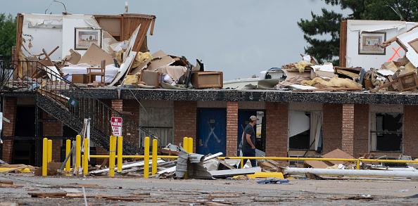 J Pat Carter「At Least 2 Dead As Multiple Tornadoes Touch Down In Oklahoma」:写真・画像(8)[壁紙.com]