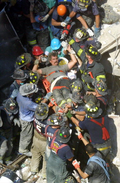Emergency Services Occupation「September 11 Retrospective」:写真・画像(7)[壁紙.com]