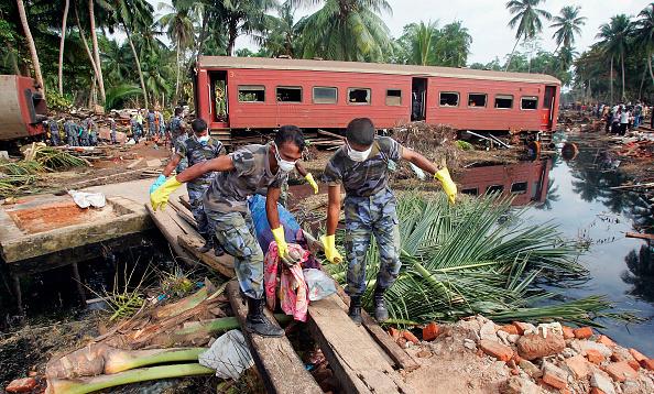 Sri Lanka「Tsunami Rescue And Relief Effort Continues」:写真・画像(15)[壁紙.com]