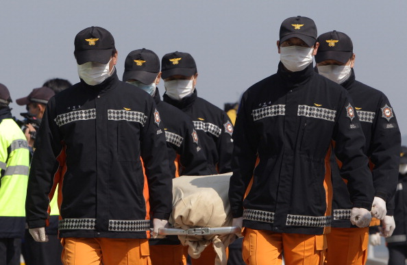 Ferry「Rescue Work Continues At South Korean Ferry Disaster Site」:写真・画像(19)[壁紙.com]