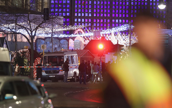 ベルリン「Lorry Drives Through Christmas Market In Berlin」:写真・画像(14)[壁紙.com]