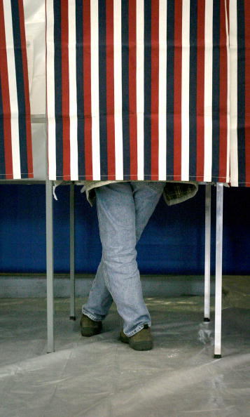 Decisions「Voters Take To The Polls For The New Hampshire Primary」:写真・画像(13)[壁紙.com]