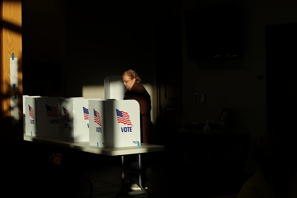 Polling Place「Mississippi Voters Go To The Polls In Senate Run-Off Election」:写真・画像(5)[壁紙.com]
