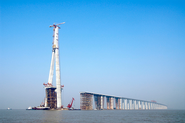 No People「Pylon and approach viaducts of Sutong Bridge that is worlds longest cable-stayed bridge in Jiangsu province China」:写真・画像(8)[壁紙.com]