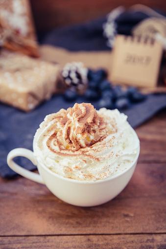 カレンダー「Cup of coffee with whipped cream and chocolate」:スマホ壁紙(17)