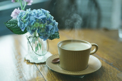 Hydrangea「A cup of coffee next to a vase of hydrangeas」:スマホ壁紙(0)