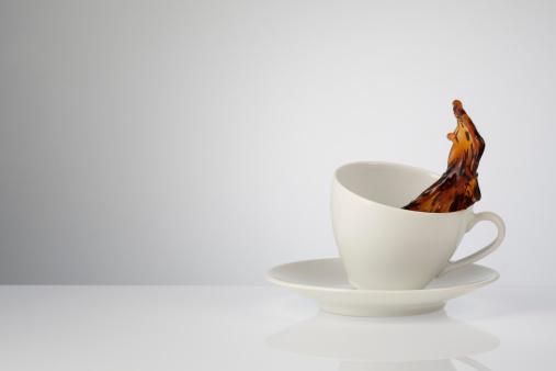 Splashing「Cup of coffee splashing, close up」:スマホ壁紙(16)