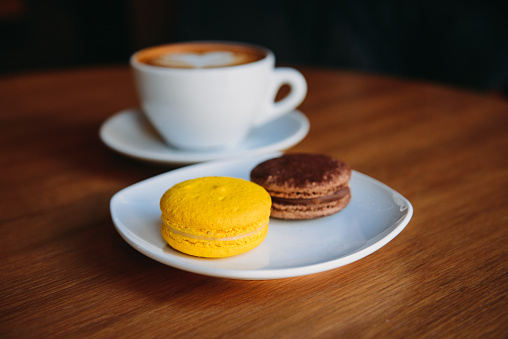 クッキー「Cup of coffee with two macaroons」:スマホ壁紙(17)