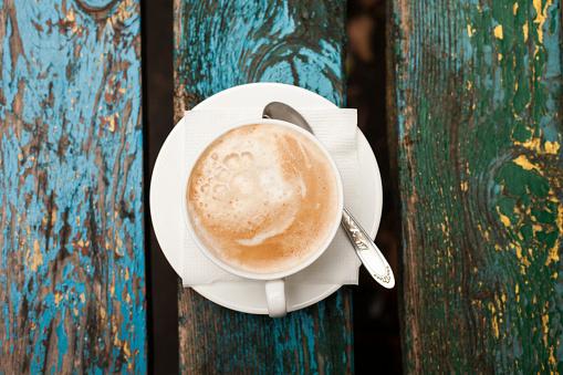 Crockery「Cup of coffee with foam on wooden table」:スマホ壁紙(6)