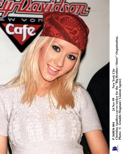 1990-1999「Pop Sensation Christina Aguilera Poses For Photographers At The Big Brother-Sister Orga」:写真・画像(8)[壁紙.com]