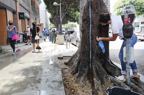 Santa Monica「U.S. Cities Clean Up Damage As Riots Continue Across The Country」:写真・画像(1)[壁紙.com]