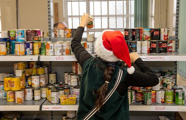 Volunteer「The Trussell Trust Food Bank In Liverpool Distributes Christmas Hampers」:写真・画像(10)[壁紙.com]