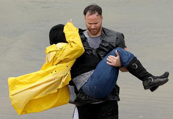 Volunteer「Epic Flooding Inundates Houston After Hurricane Harvey」:写真・画像(16)[壁紙.com]