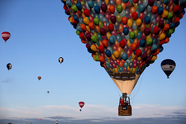 Sky「Balloonists Take To The Skies For The Bristol International Balloon Fiesta」:写真・画像(14)[壁紙.com]