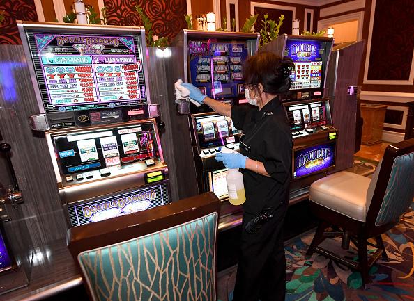 Bellagio Hotel「Bellagio Resort In Las Vegas Demonstrates Coronavirus Safety Protocols Ahead Of Reopening」:写真・画像(7)[壁紙.com]