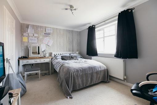 High School Student「Boy's Bedroom」:スマホ壁紙(2)