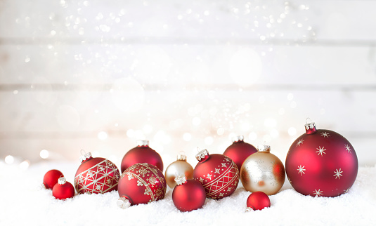 Christmas「Christmas holiday red baubles against an old wood background」:スマホ壁紙(6)