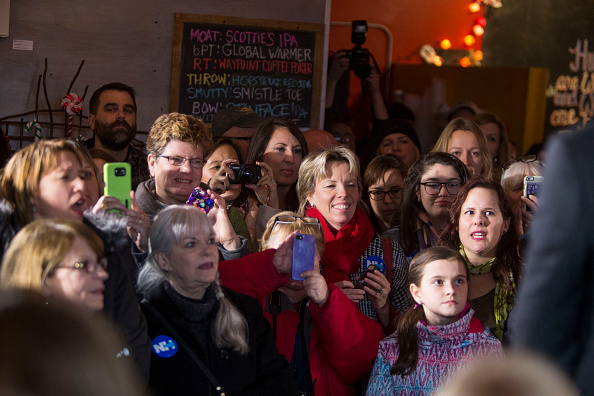 Women's Soccer「Lena Dunham And Abby Wambach Attend Women For Hillary Events」:写真・画像(17)[壁紙.com]