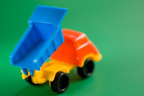 おもちゃのトラック「Toy dump truck」:スマホ壁紙(10)
