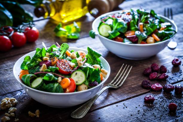 Two fresh salad bowls:スマホ壁紙(壁紙.com)