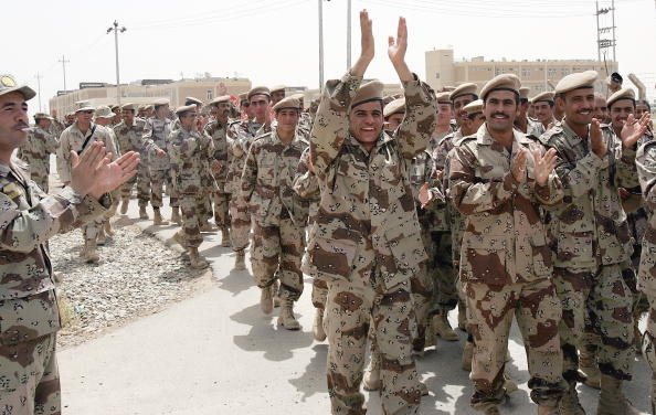 Iraqi Governing council「Iraqi Army NCO's And Squad Leaders Graduate In Kirkush」:写真・画像(16)[壁紙.com]