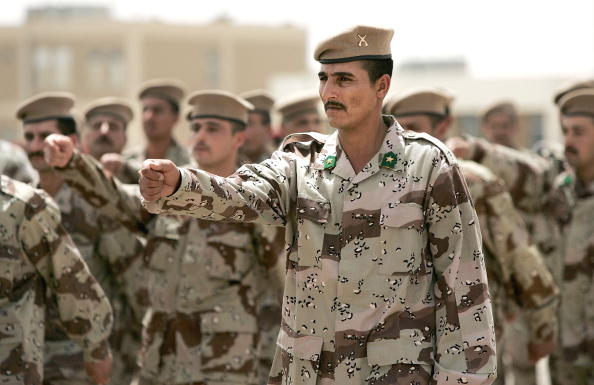 Iraqi Governing council「Iraqi Army NCO's And Squad Leaders Graduate In Kirkush」:写真・画像(15)[壁紙.com]