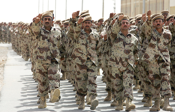 Iraqi Governing council「Iraqi Army NCO's And Squad Leaders Graduate In Kirkush」:写真・画像(17)[壁紙.com]