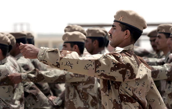 Iraqi Governing council「Iraqi Army NCO's And Squad Leaders Graduate In Kirkush」:写真・画像(14)[壁紙.com]