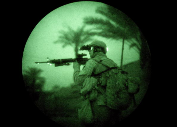Iraq War 2003-2011「Marines Operate Under Cover Of Darkness In Ramadi」:写真・画像(13)[壁紙.com]