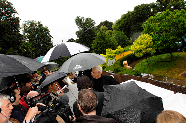 Kensington Gardens「Architect Frank Gehry at the Serpentine Gallery Pavilion, July 9th 2008 This year the Serpentine Gallery Pavilion in Hyde Park will give England its first example of Frank Gehry's spectacular architecture Constructed by Taylor Woodrow, Gehry's vision is」:写真・画像(17)[壁紙.com]
