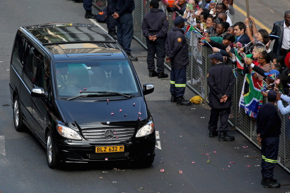 Petal「The Body Of Former South African President Nelson Mandela Lies In State」:写真・画像(8)[壁紙.com]