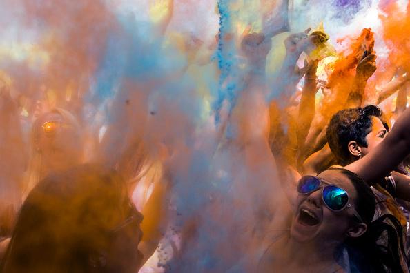 Throwing「Holi Festival Of Colours London」:写真・画像(13)[壁紙.com]