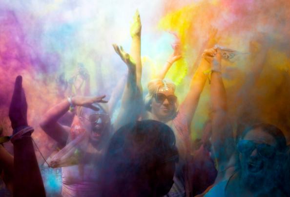 お祭り「Holi Festival Of Colours London」:写真・画像(2)[壁紙.com]