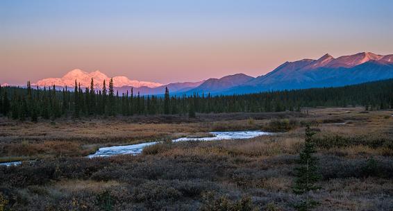 Alaska Range「Denali Mountain in Fall」:スマホ壁紙(8)