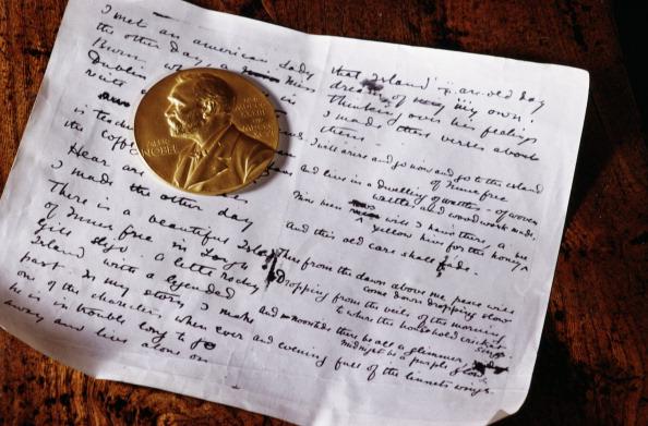 Literature「Poet's Medal」:写真・画像(0)[壁紙.com]