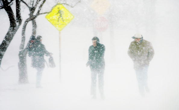 Snowing「Midwest And East Coast Hit With Major Snowstorm」:写真・画像(9)[壁紙.com]