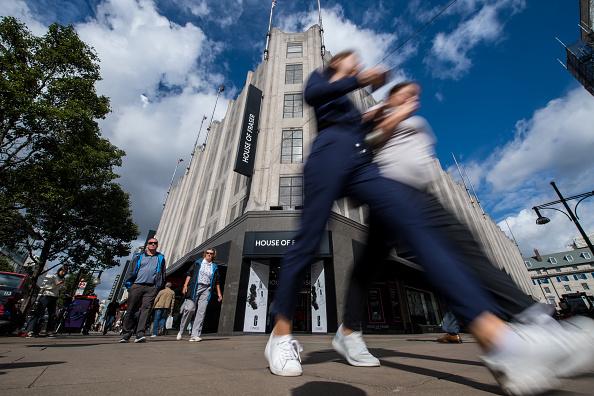 Pedestrian「Sports Direct Owner Buys House Of Fraser For £90 million」:写真・画像(1)[壁紙.com]