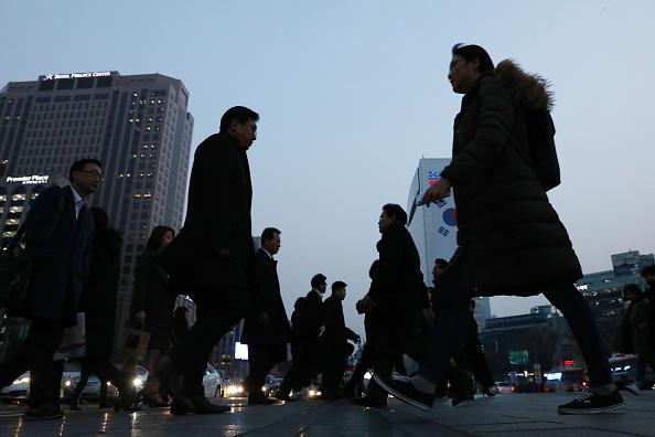 Pedestrian「U.S. President Trump Meets North Korean Leader Kim Jong-un In Hanoi」:写真・画像(18)[壁紙.com]