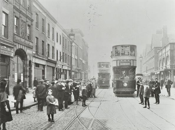 Edwardian Style「Pedestrians And Trams In Commercial Street, Stepney, London, 1907」:写真・画像(7)[壁紙.com]