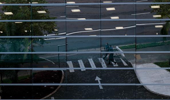 Pedestrian「Sao Paulo Mandates Wearing Of Masks In Public Amid Coronavirus Pandemic」:写真・画像(11)[壁紙.com]
