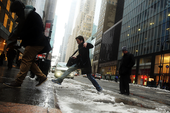 Puddle「New Yorkers Brave Messy Winter Storm Commute」:写真・画像(13)[壁紙.com]
