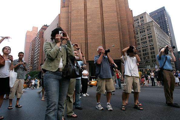 "Photography Themes「Sun Aligns With City Streets In ""Manhattan-henge"" Phenomenon」:写真・画像(2)[壁紙.com]"