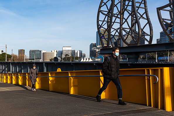 Pedestrian「Melbourne Remains In Lockdown As Victoria's COVID-19 Cases Continue To Rise」:写真・画像(12)[壁紙.com]