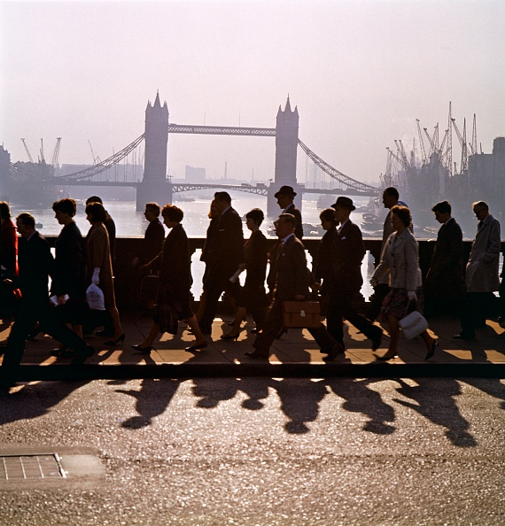 Shadow「Pedestrians On London Bridge」:写真・画像(3)[壁紙.com]