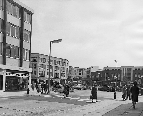 Road Marking「Swansea Town Centre」:写真・画像(5)[壁紙.com]